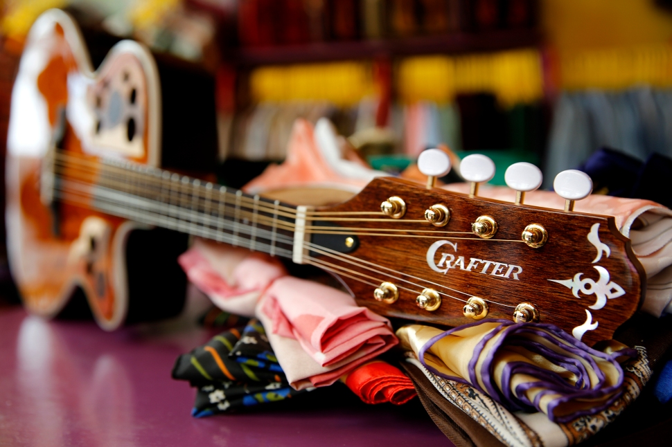 crafter_guitar_shoot_017